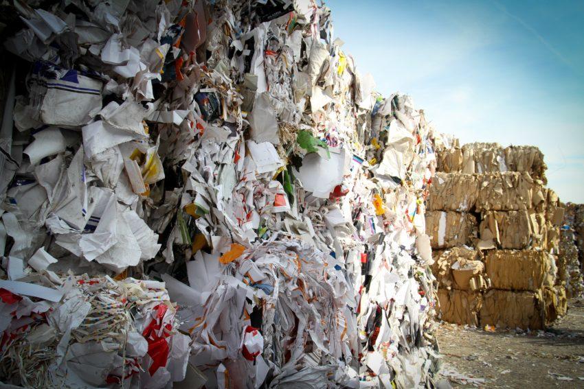 特別管理産業廃棄物とは?定義や処分方法を解説