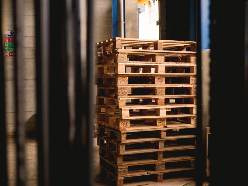 木製パレット・プラスチックパレットのお得な処分方法を紹介