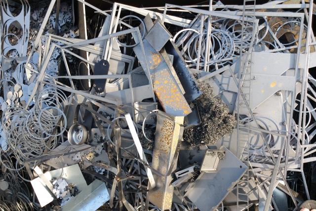 知らないと危険!産業廃棄物の正しい処分方法と持ち込み処分を紹介