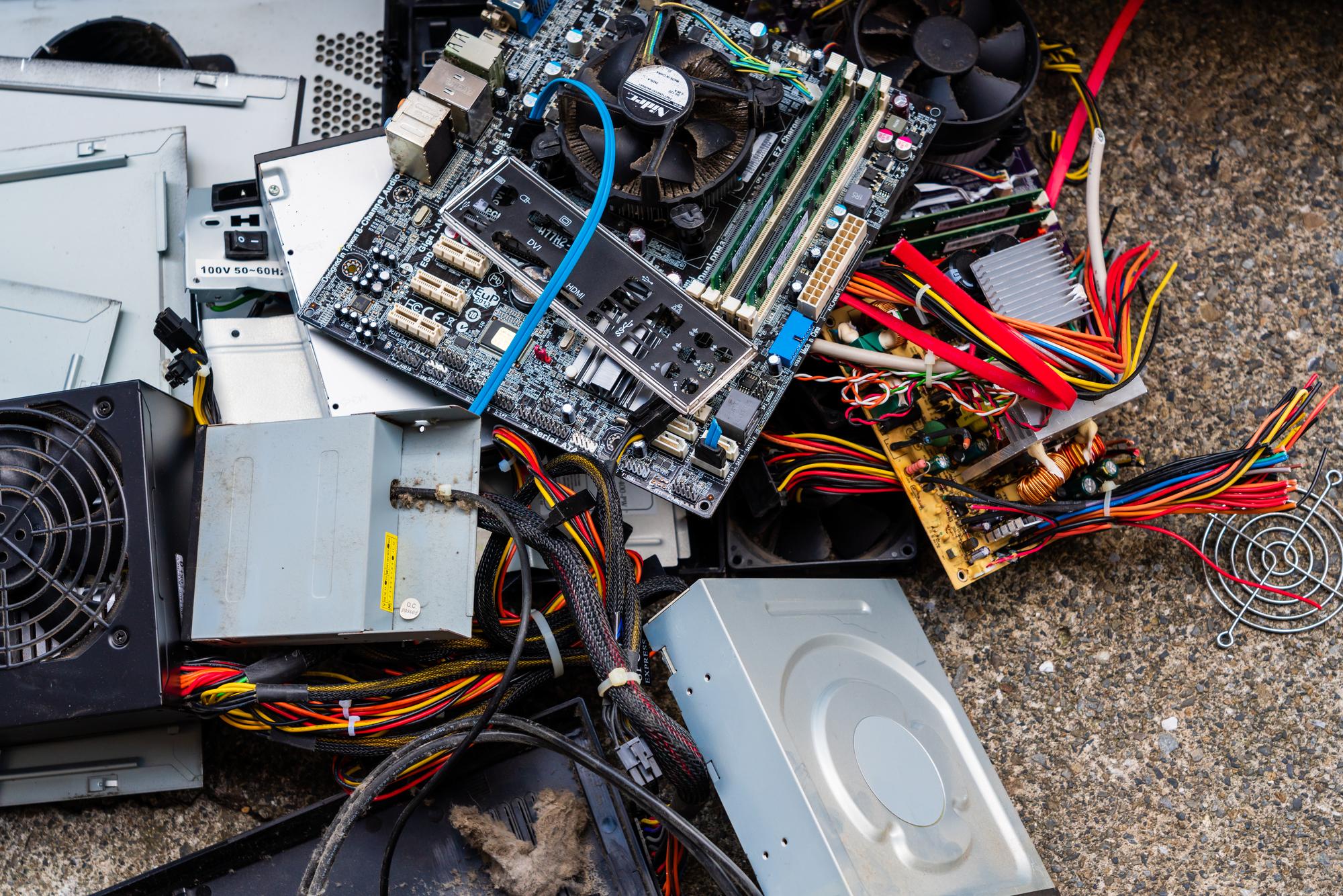 パソコンやメディアを廃棄する際は情報漏洩に要注意!正しい廃棄方法をご紹介!